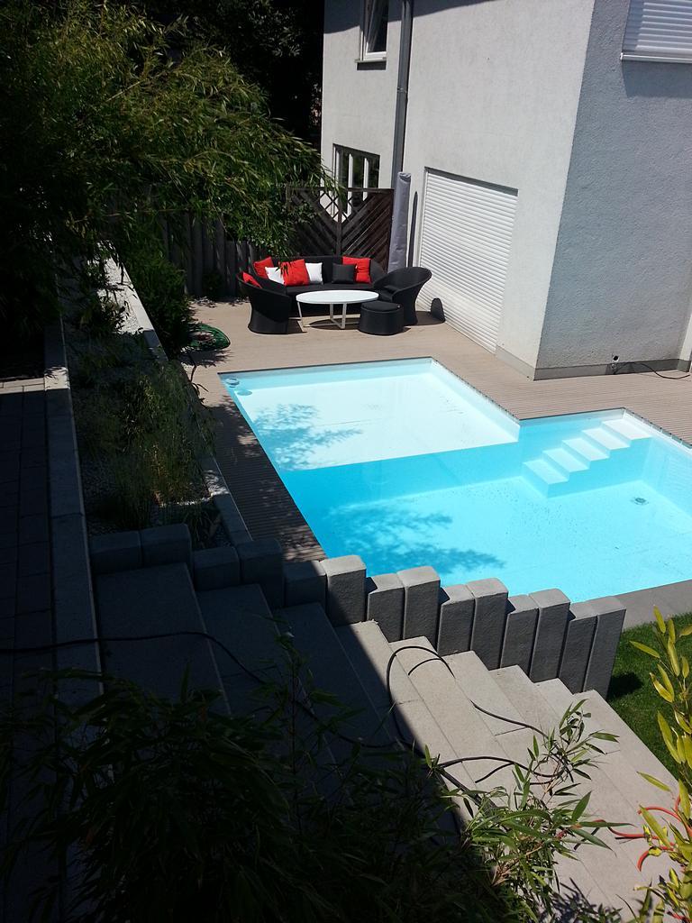 Stylisches Schwimmbecken
