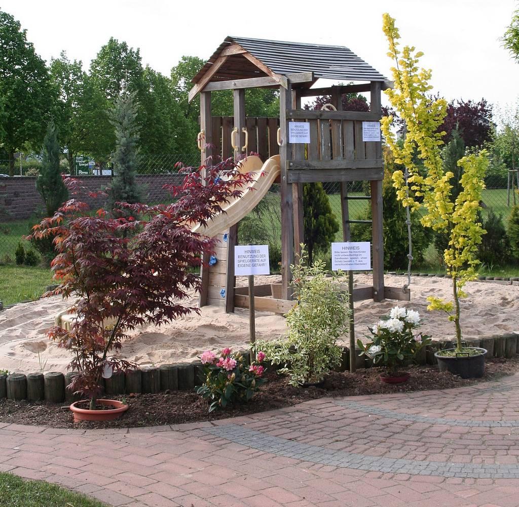 Der Spielplatz in der Baumschule bietet Beschäftigung für Ihre Kleinen.