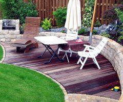 Ruheplatz als Terrasse im Garten