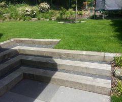 Gartentreppe mit Holz-Pflaster-Elementen