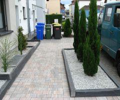 Klar strukturierter Vorgarten