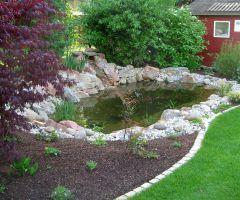 Naturnaher Teich mit Quelle