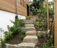 Treppenaufgang im Mulchhochbeet