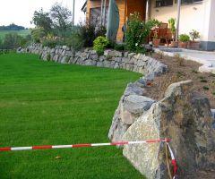 Begrünte Trockenmauer