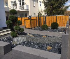 Eleganter Vorgarten im modernen Stil