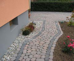 Mosaik aus ovalen Pflastersteinen