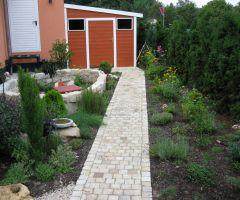 Naturnaher Gartenweg