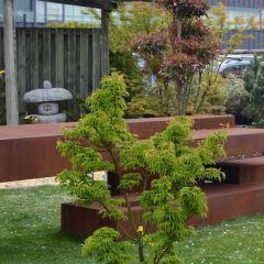 Exklusive Kunstobjekte im großen Garten