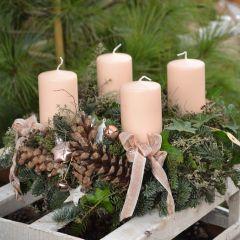 Schnittgrünmix mit rosé Stumpen und feinen Schleifen